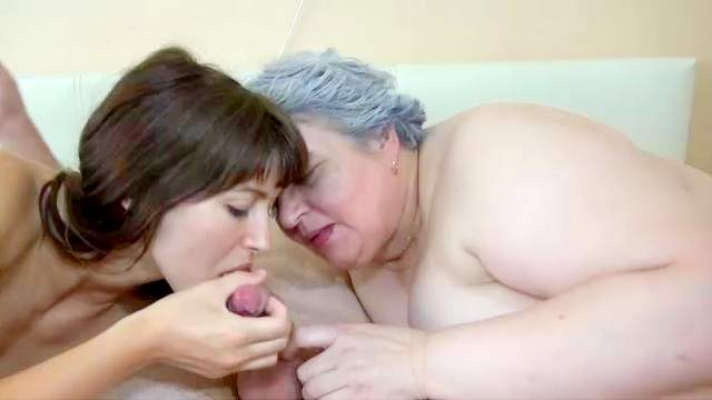 Granny and brunette blow thick shafts in foursome