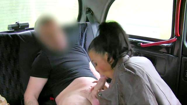 Amateur fricatrice gets nailed doggy style in the car