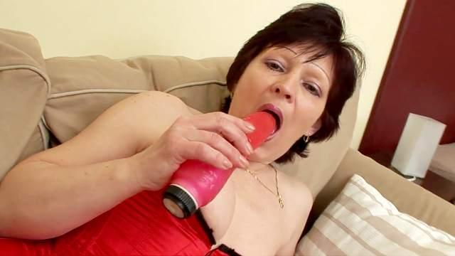 Mature European lady Susane doing blowjob