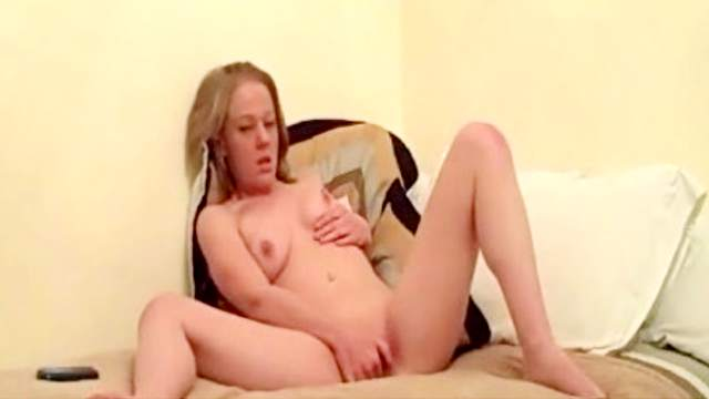 Sensual babe FireFlame is masturbating her pussy