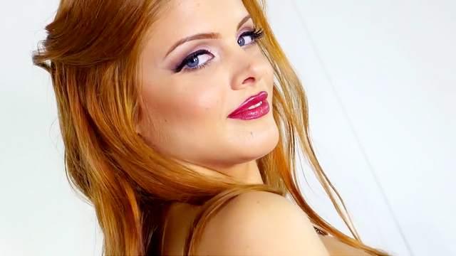 Arousing redhead perfect nude cam posing