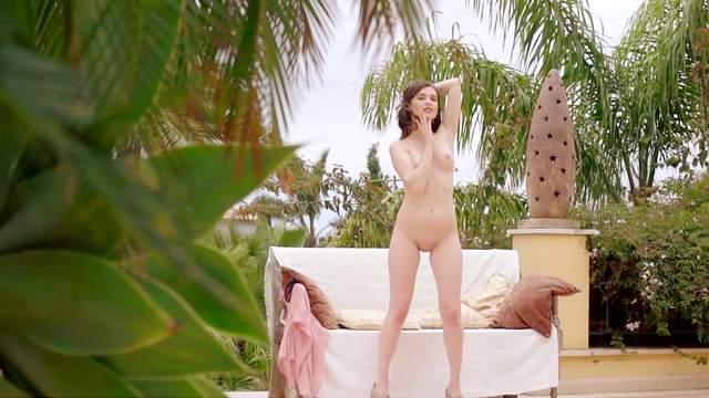 Serena Wood, pefect outdoor nude posing