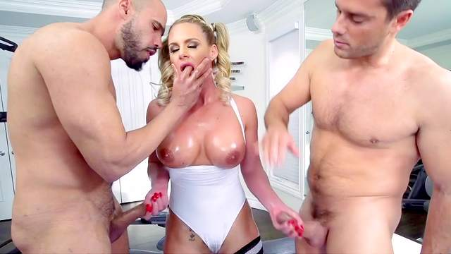 Cougar milf tries double penetration sex at the gym