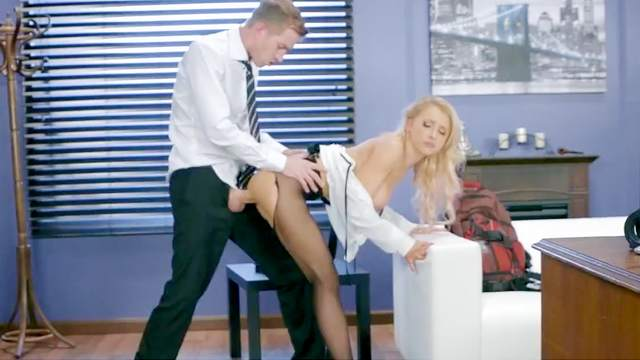 Sexy Alix Lynx loves a tasty dick to shag her pussy well