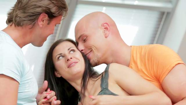 Double penetration is no problem for sex-loving brunette Billie Star