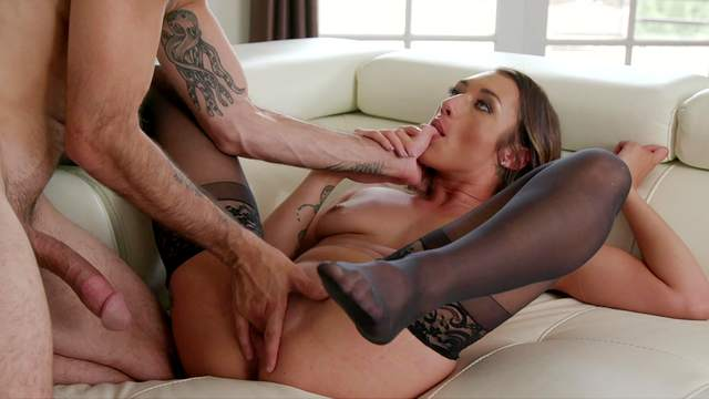 Aroused MILF shares the lust for cock in a gorgeous cuckold at home