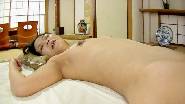 Asian with hairy cunt, superb home POV