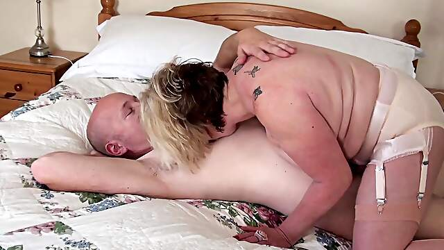 Curvy mature provides real home porn with nephew
