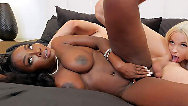 Blonde and ebony stepmom in intriguing home trio