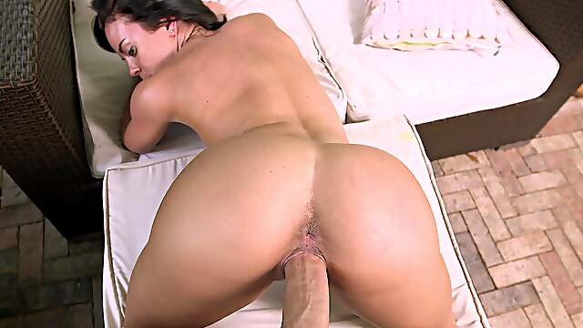 Dude with a huge dick fucks orgasmic pussy of stunning Rahyndee