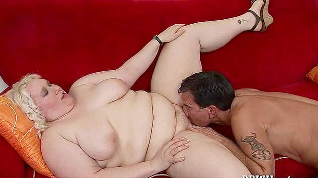 Fat Tina Rose is here to have fun with experienced fucker