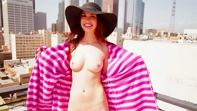 Pamela Horton  nackt