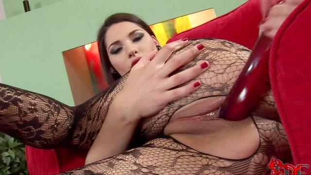 High-class brunette Zafira is masturbating her pussy