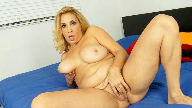 Sophia Jewel is poking her pretty pussy